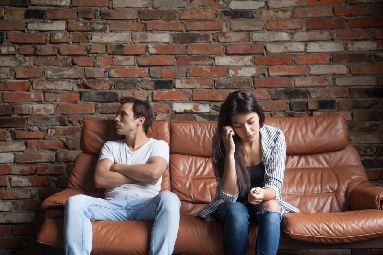 Streit im Alltag eines Paares.